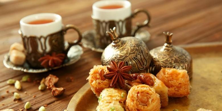 Idealna kombinacija čaja i slatkih poslastica